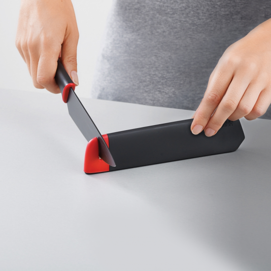 Набор из 2 ножей в чехлах со встроенной ножеточкой Joseph Joseph Slice&Sharpen™ Knives 2pc 3
