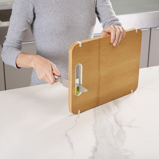 Бамбуковая разделочная доска с ножеточкой Joseph Joseph Slice & Sharpen™ Large 2