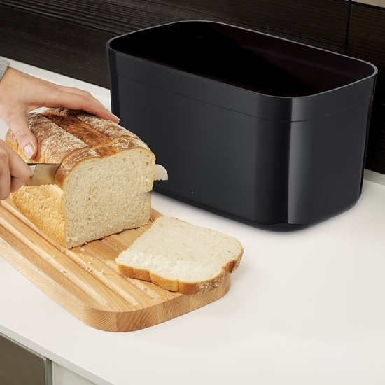 Хлебница пластиковая с разделочной доской Joseph Joseph Bread Bin 1